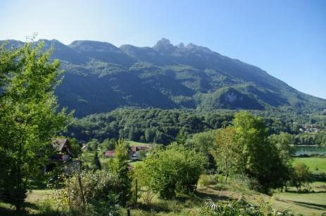 La Dent du Chat dominant les lacs de St Jean de Chevelu